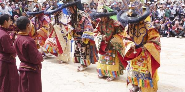 Le dance du Mask pendant la fete