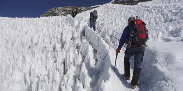 Sur le sentier d'ascension d'Island peak