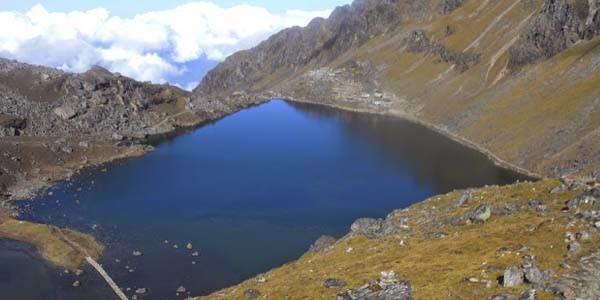 lac sacre du Gosaikund dans la region du Langtang